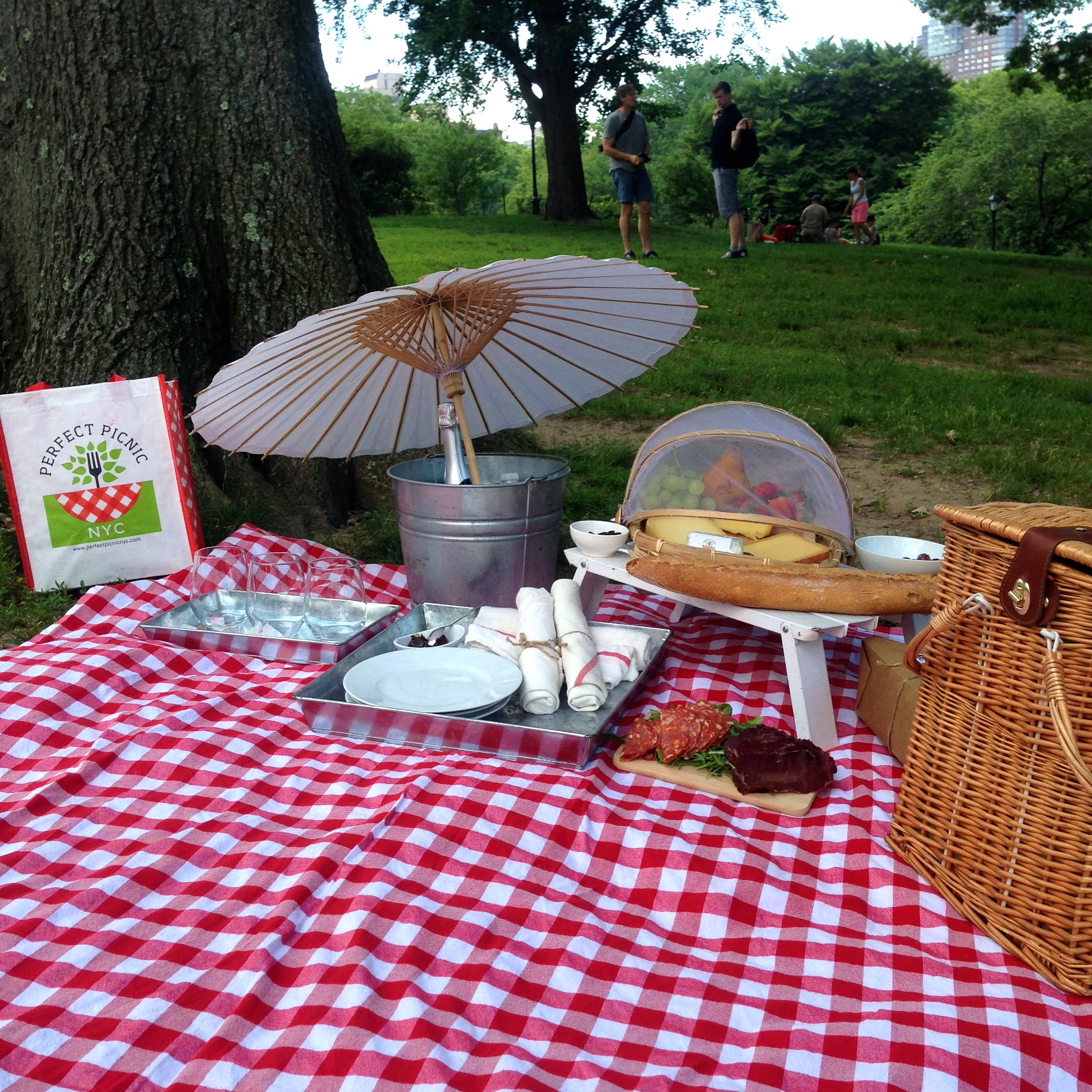 Picnic like a god in central park this summer mary in for Picnic food ideas for large groups